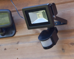 Solar spotlight with 6 powerful LEDs